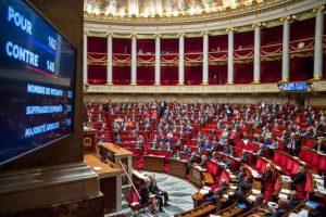 Première question aux parlementaires PS ; faut-il voter la confiance  au gouvernement ?